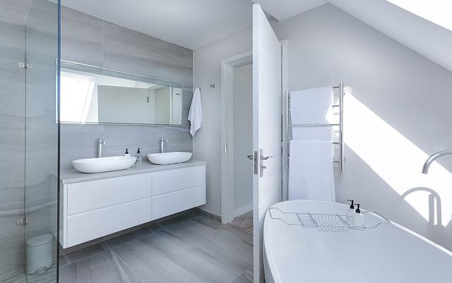 moderná minimalistická kúpeľňa