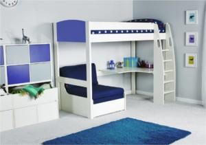 Vyvýšená posteľ pre tínedžera